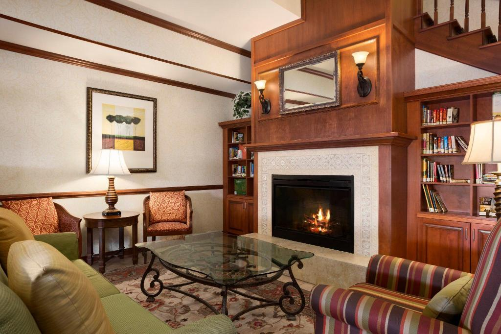 Lobby Country Inn & Suites by Radisson, Washington at Meadowlands, PA