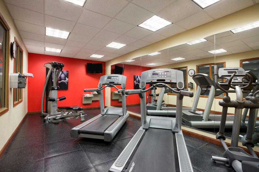gym Country Inn & Suites by Radisson, Washington at Meadowlands, PA
