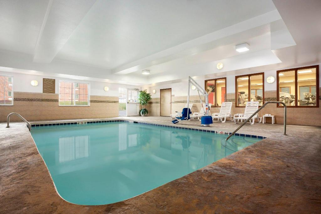 Pool Country Inn & Suites by Radisson, Washington at Meadowlands, PA