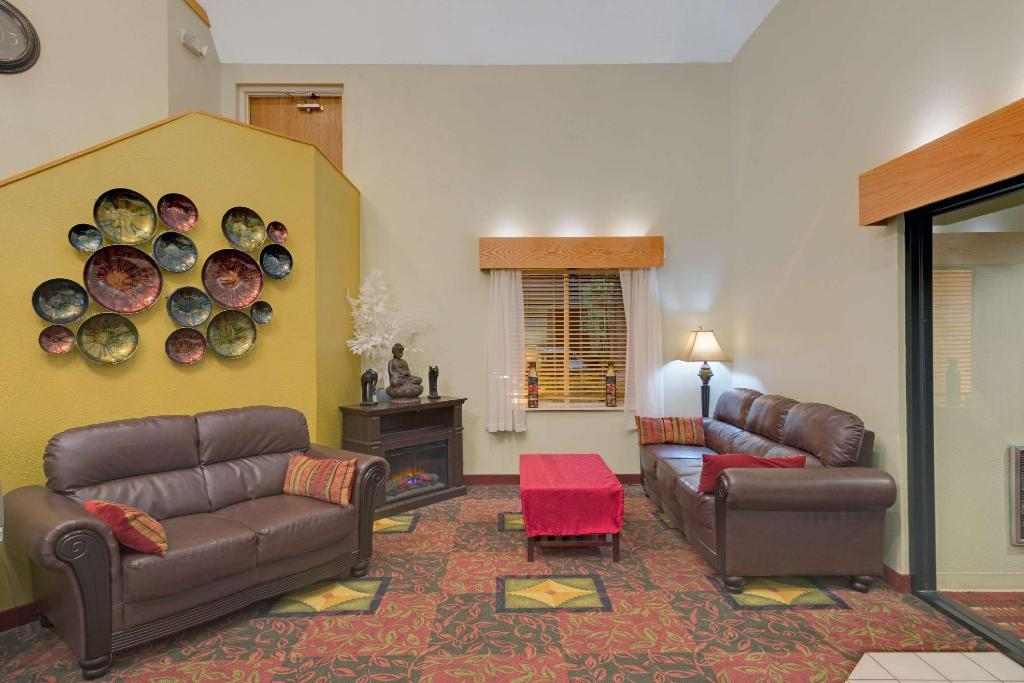Lobby Days Inn by Wyndham Pittsburgh Airport