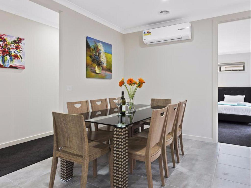 Five-Bedroom House - Dining room/area Serviced Houses - Greenvale Garden Villas