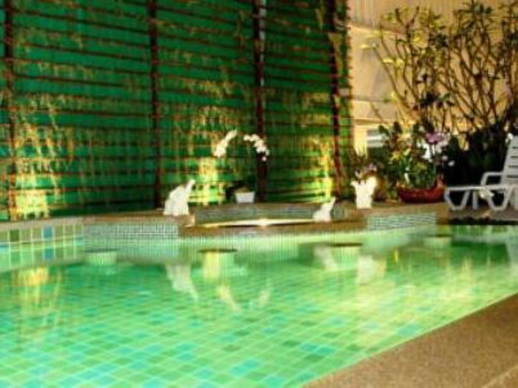 Swimming pool The BluEco Hotel
