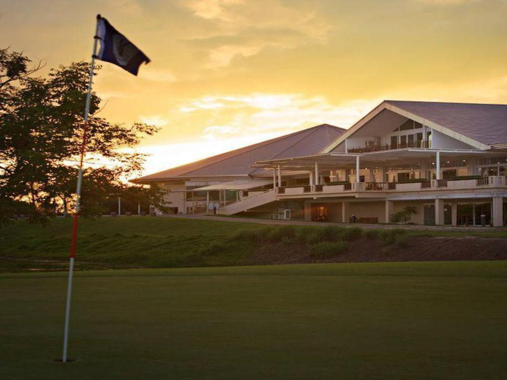 More about Uniland Golf & Resort