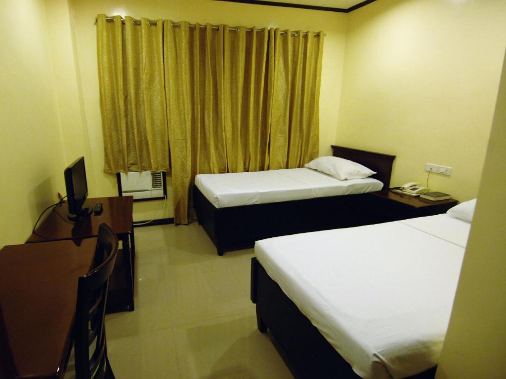 Standard - (2 Single Beds) People's Hotel