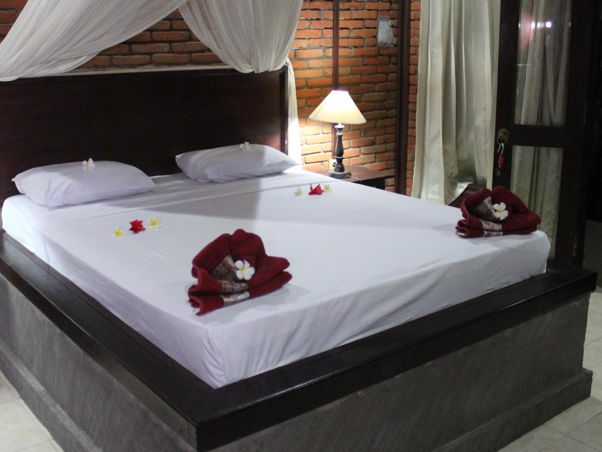 Kamar Standard Double dengan Kipas Angin (Standard Double Room with Fan)