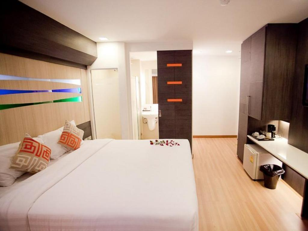 See all 6 photos Studio Sukhumvit 11 by iCheck inn