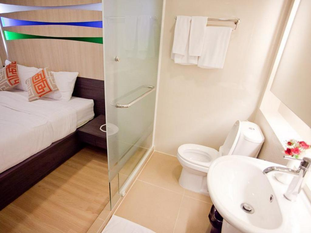Superior Double Bed - Bathroom Studio Sukhumvit 11 by iCheck inn