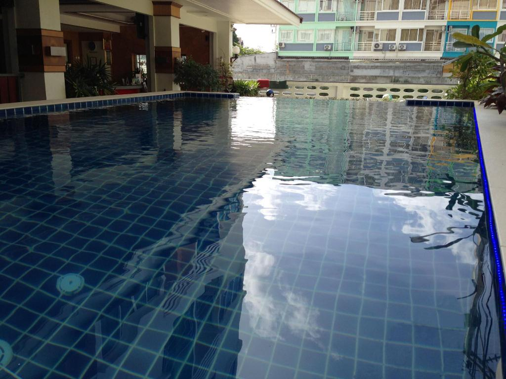 Swimming pool [outdoor] Green Harbor Hotel & Service Apartment