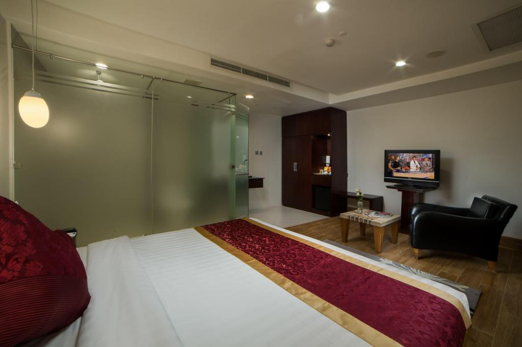 Standard Queen Room - Guestroom The Hanoi Club Hotel & Lake Palais Residences