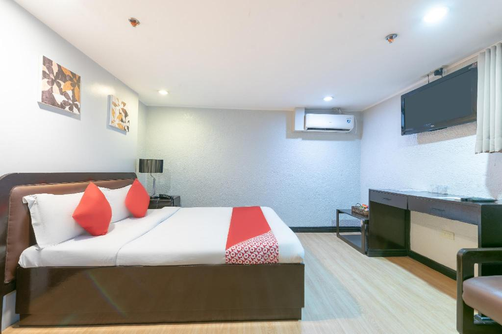 Standard Double Room - View OYO 209 The Oasis Paco Park Hotel