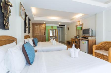 Family Room (3 Adults) - Bed Phranang Place