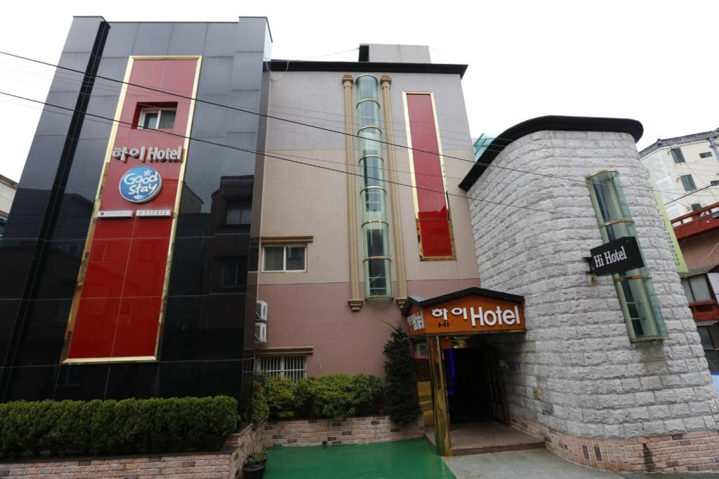 More about Hi Hotel