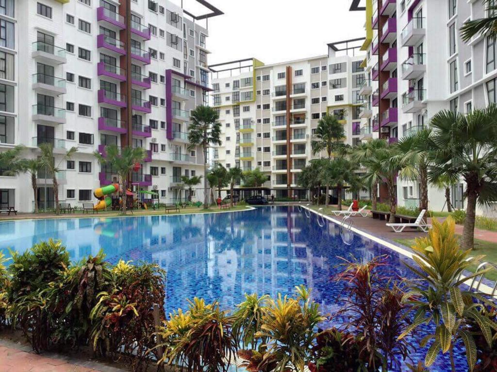 Swimming pool [outdoor] Treetops Residency Condominium