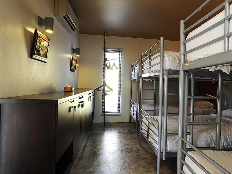Dormitorio Misto con 6 Letti (6-Bed Dormitory - Mixed)