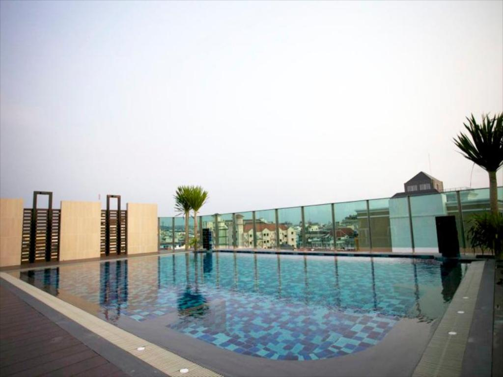 Swimming pool April Suites Pattaya