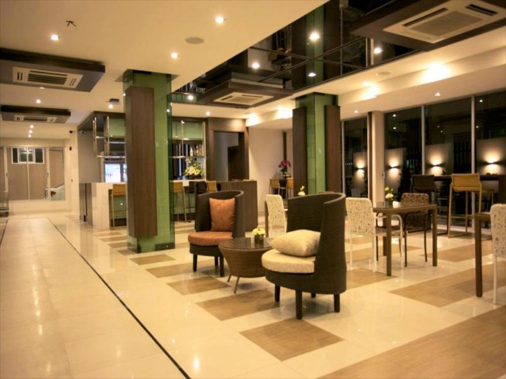 Lobby April Suites Pattaya