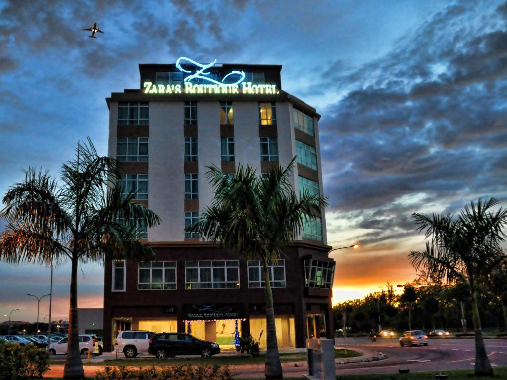 Best price on zara 39 s boutique hotel harbour city in kota for Boutique accommodation