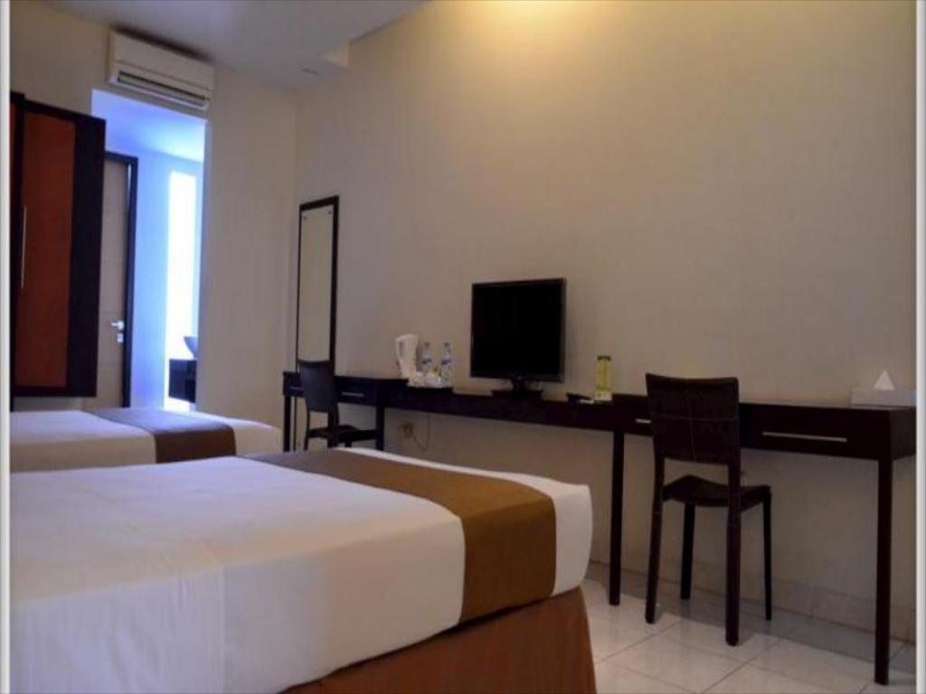 Superior Room - Guestroom LPP Convention Hotel Demangan