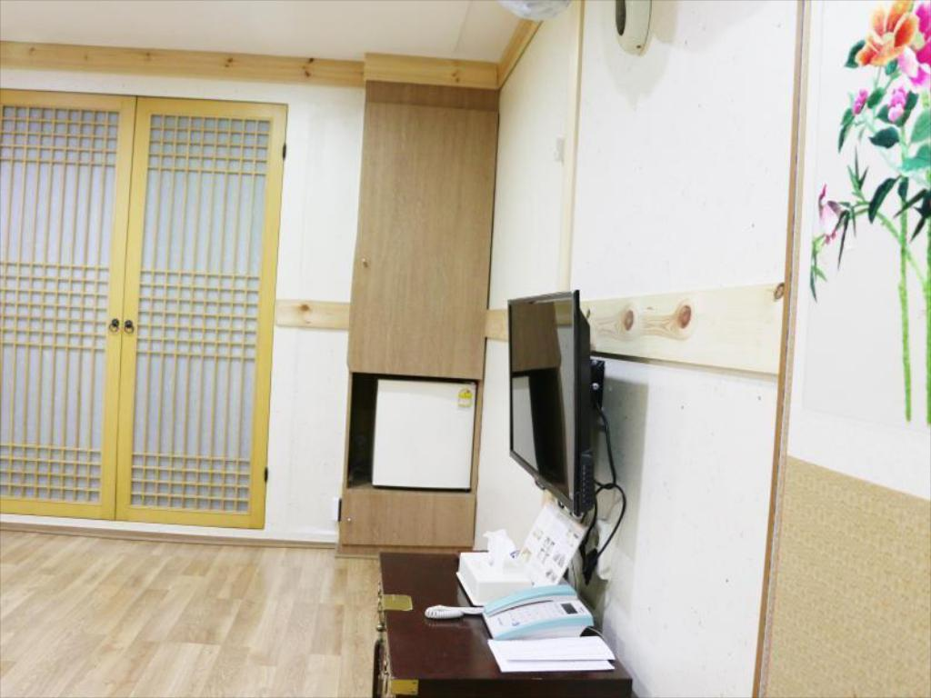 Korean Traditional Ondol Triple Room