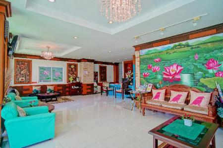 Lobby Ruen Buathong Boutique