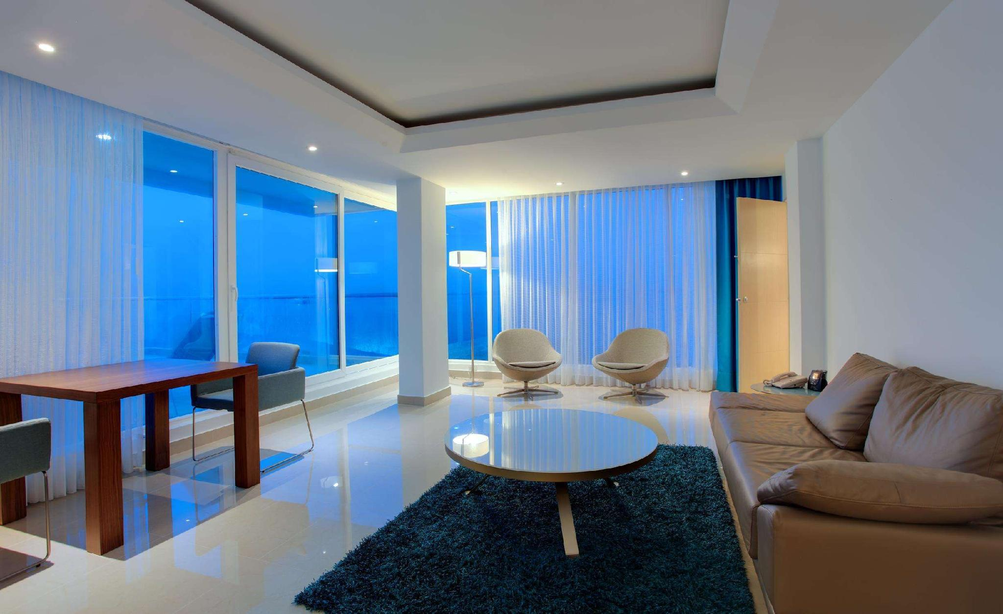 1 King Suite with Parlor Ocean View