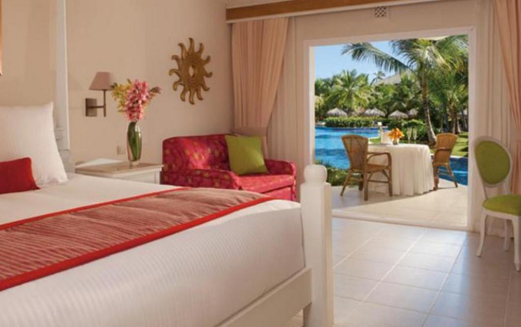 Deluxe Poolside Room - Bed Dreams Punta Cana