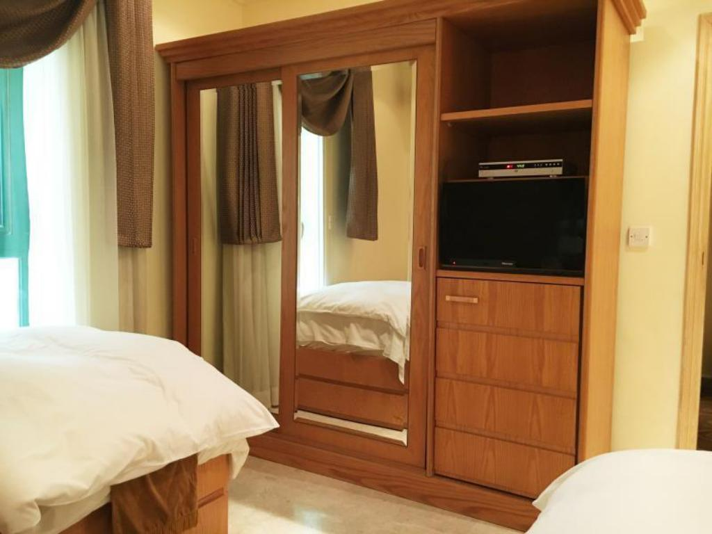 Standard Twin Room Mirage Suites Hotel - Family Only