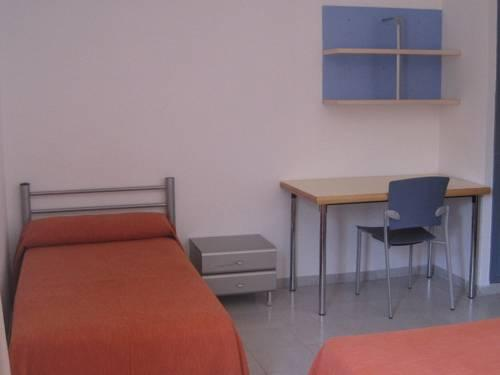 Seng i 2-sengs sovesal (Bed in 2-Bed Dormitory Room)