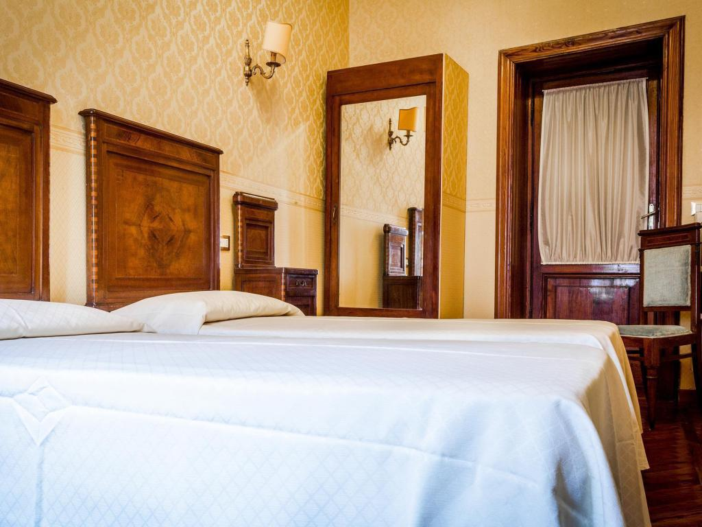 Double Room With Private External Bathroom Affreschi Su Roma B & B
