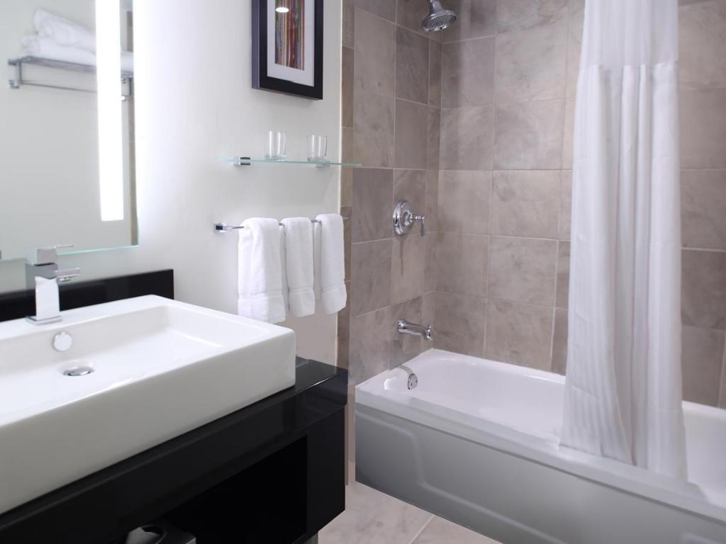 Best price on the warwick hotel rittenhouse square in philadelphia 77 very good guest rating doublecrazyfo Image collections