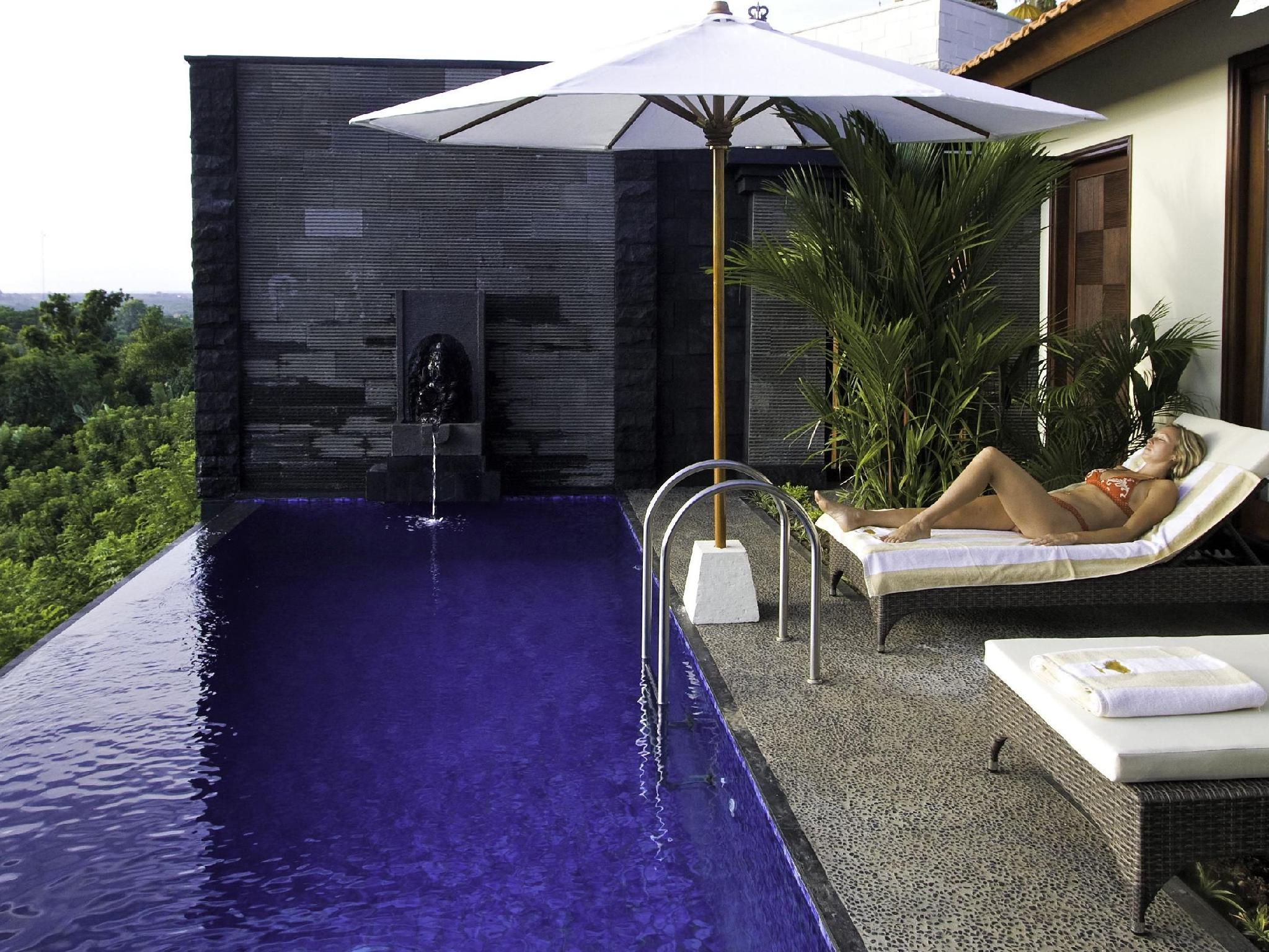 Cliff Edge Pool Suite