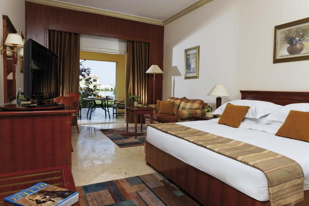 Junior Suite Pool View Movenpick Hotel & Casino Cairo-Media City