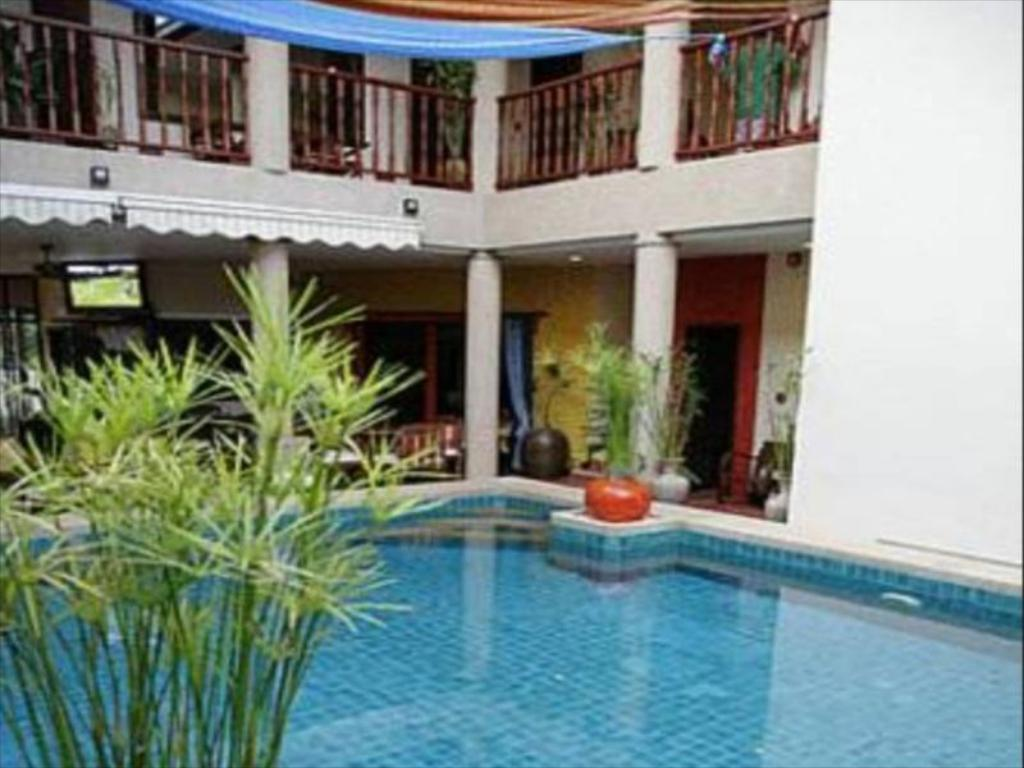 Kolam renang Evergreen Boutique Hotel