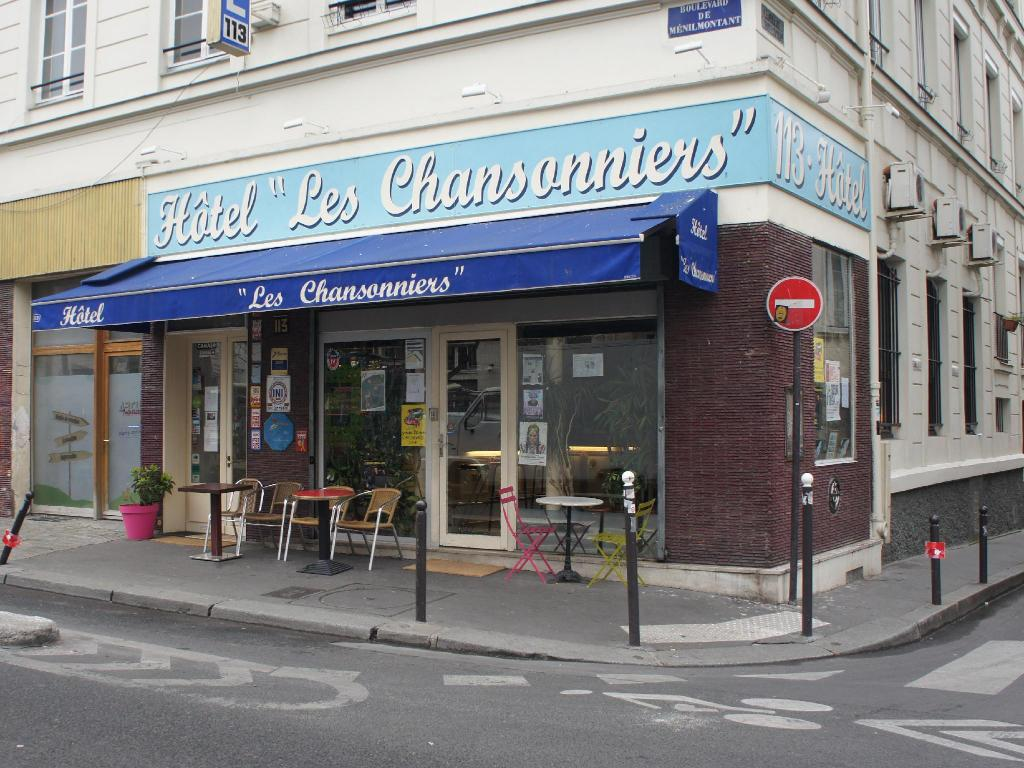 More about Hotel Les Chansonniers