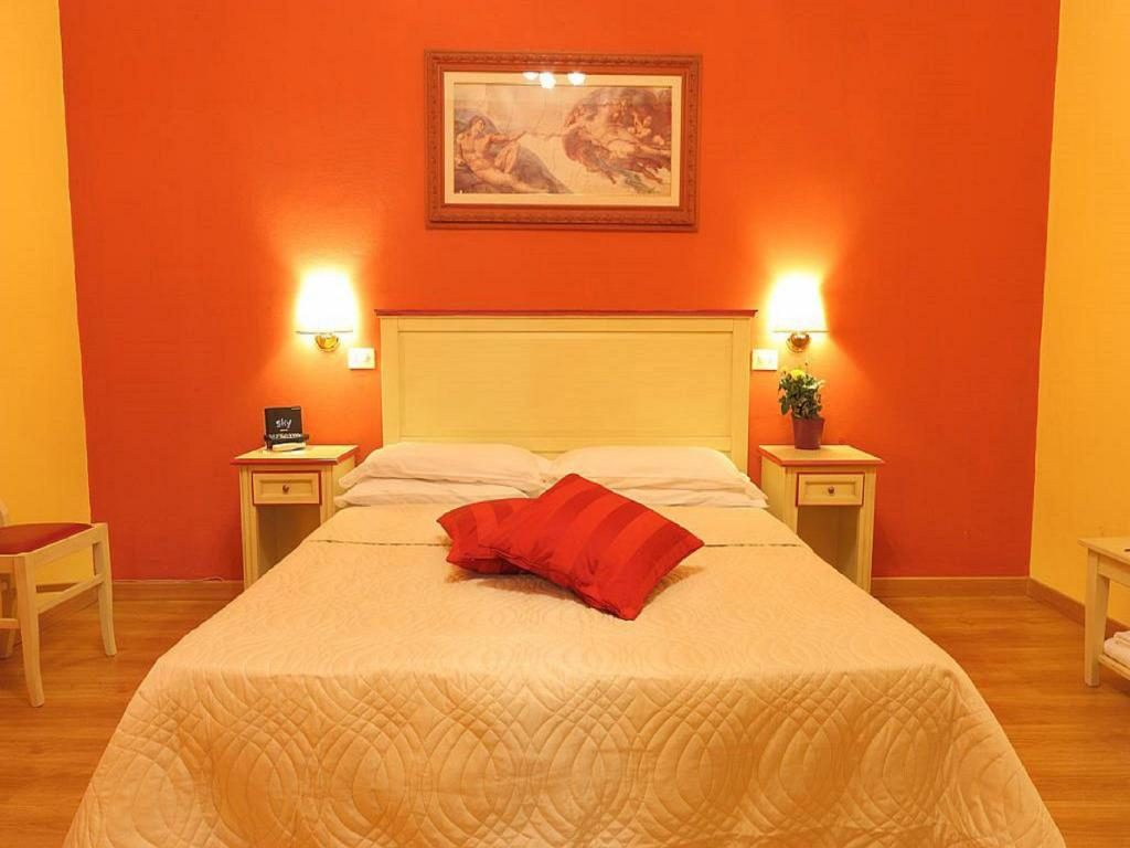 More about Hotel Savonarola
