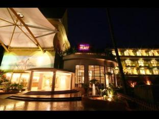 Neelams The Glitz Hotel