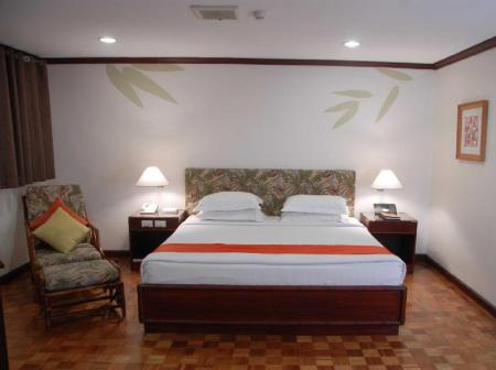 Junior Suite with King Bed Oasis Hotel