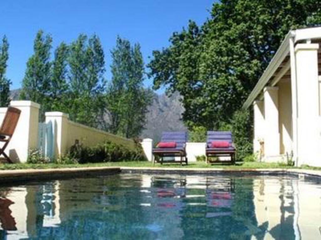 Swimming pool Auberge Clermont