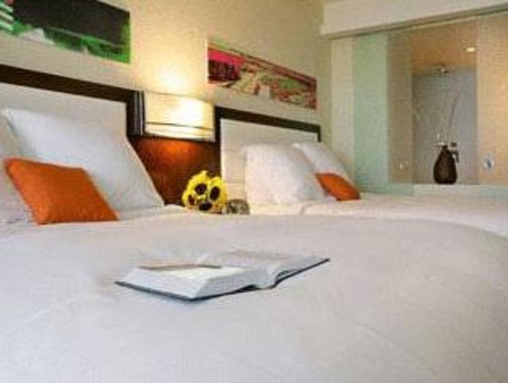 Bed Eden Roc Miami Beach