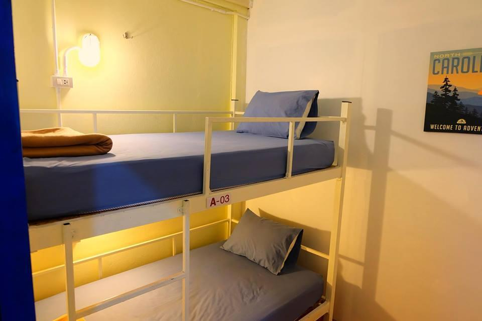 Private Room with Bunk Bed and Shared Bathroom, without Window