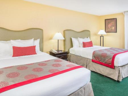 2 Double Beds Accessible Room Non Smoking - Guestroom Plaza Hotel Fort Lauderdale