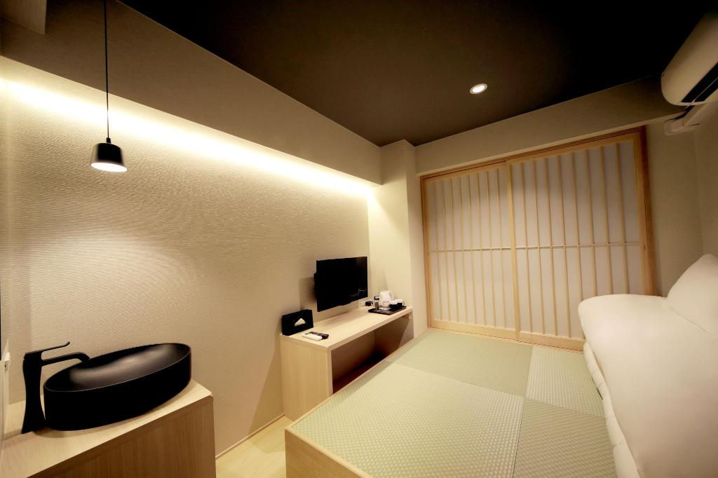 Japanese Style Twin Room with Shared Bathroom Hotel S-presso -Namba-