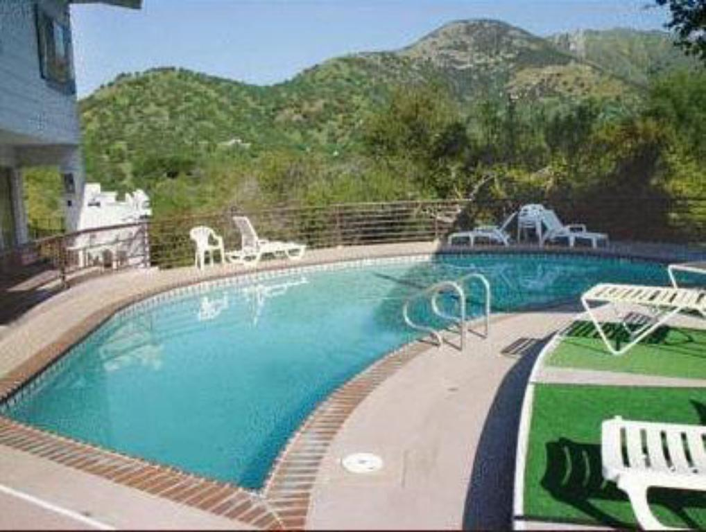 Sierra lodge three rivers in three rivers ca room deals photos reviews for Sierra madre swimming pool sierra madre ca