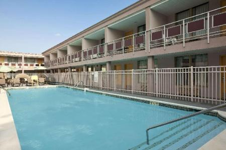 Swimming pool [outdoor] Ramada by Wyndham Rockville Centre