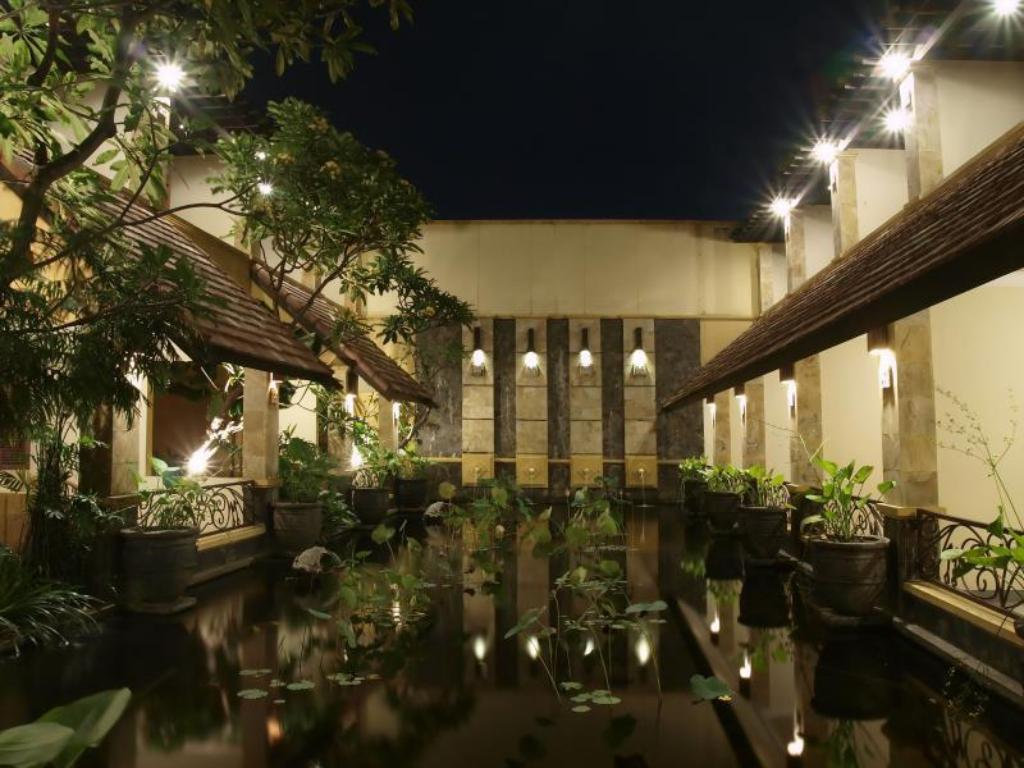Lotus Garden Hotel in Kediri - Room Deals, Photos & Reviews