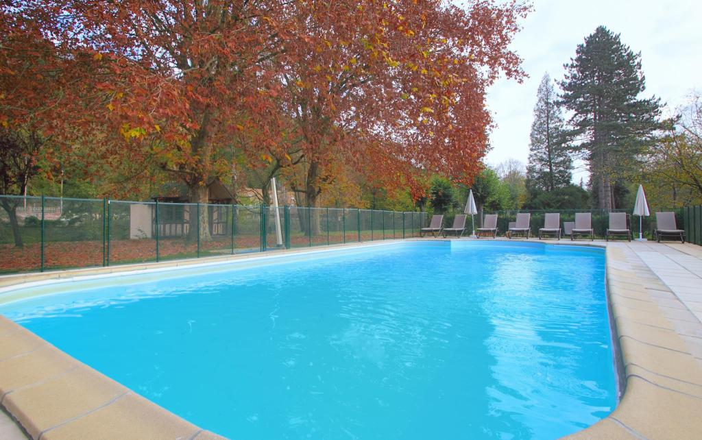 Piscina exterior Le Manoir des Deux Amants by Diamond Resorts