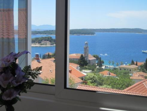 One-Bedroom Apartment with Terace with Sea View (3 Adults)