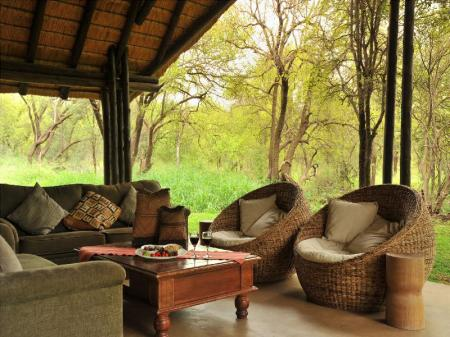 Pemandangan luar Black Rhino Game Lodge
