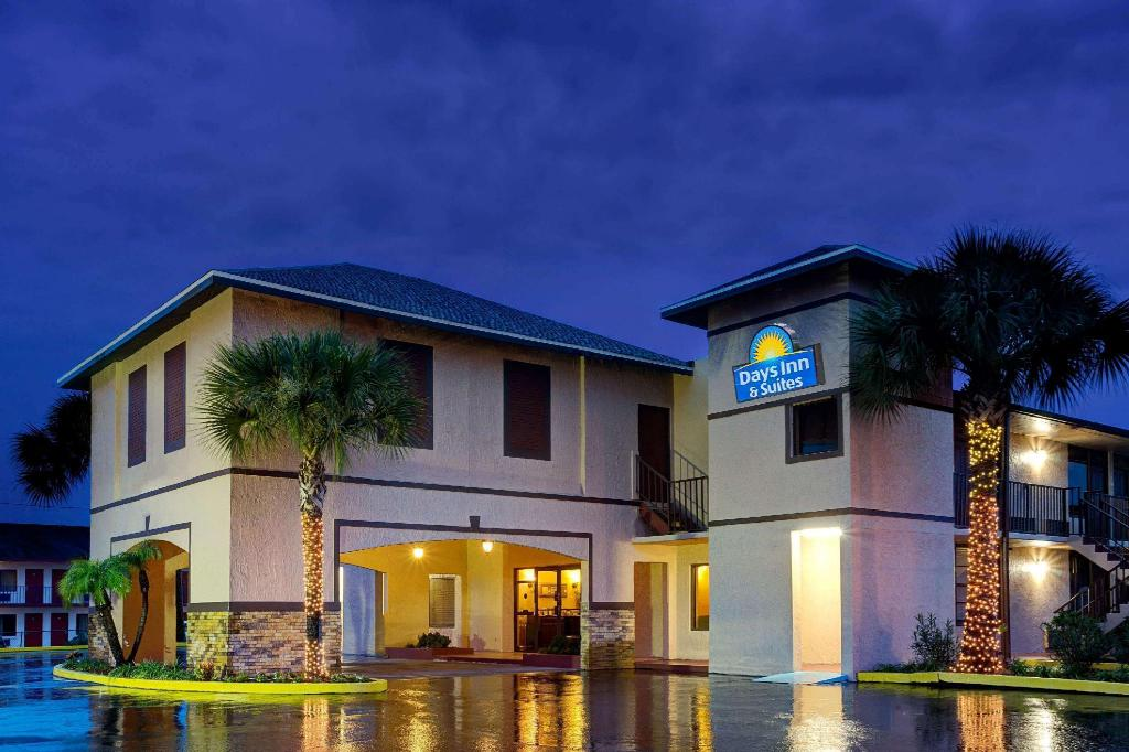 days inn by wyndham kissimmee west in orlando fl room. Black Bedroom Furniture Sets. Home Design Ideas