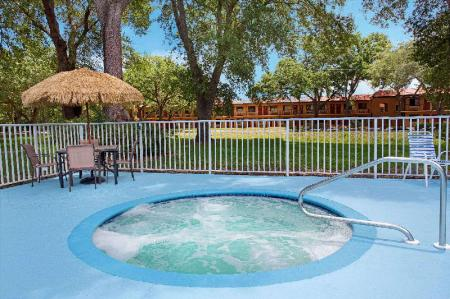 Swimming pool [outdoor] Travelodge Suites by Wyndham East Gate Orange